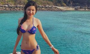 Bạn gái Văn Lâm tắm biển 'bù' năm ngoái