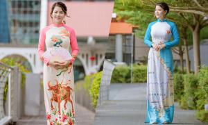 Cô giáo người Việt mặc áo dài trên phố Singapore
