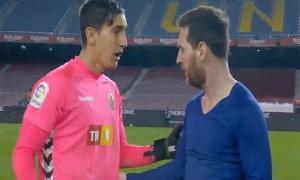 Thủ môn Elche sốc khi Messi đề nghị đổi áo