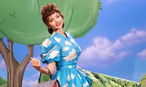 Miranda Kerr diễn váy bò sữa của Moschino