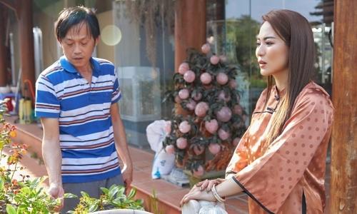 Ánh Linh thăm ba nuôi Hoài Linh ở nhà thờ Tổ