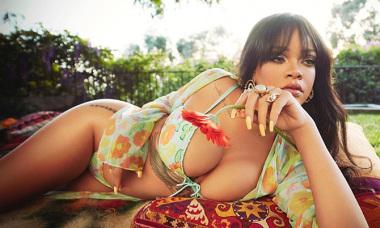 Rihanna khoe cơ thể khi làm mẫu nội y