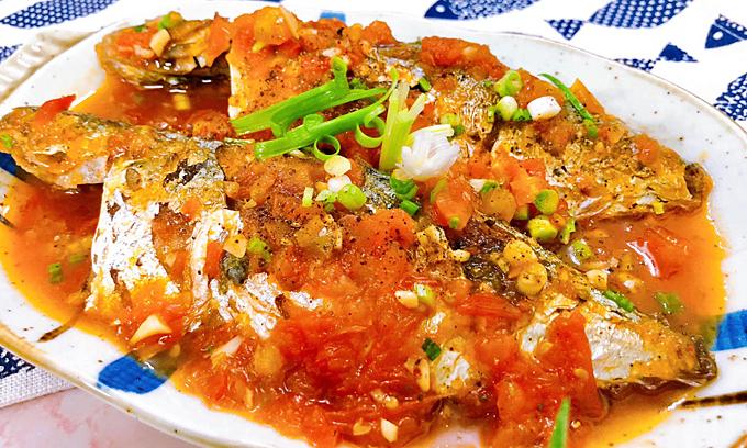 Cá nục tươi sốt cà chua