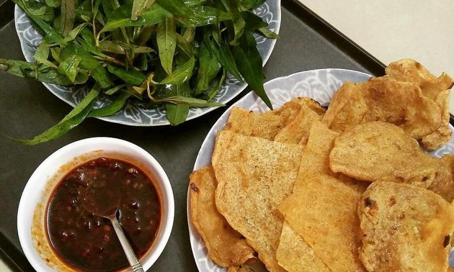 Bánh tráng chả cuốn - món ăn vặt độc đáo của Quy Nhơn