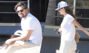 Leonardo DiCaprio dạo biển với bồ trẻ