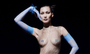 Bella Hadid khoe trọn ngực trần