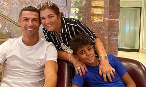 Con trai C. Ronaldo từng cầu xin bà nội đừng chết