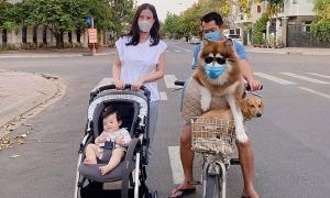 Ảnh sao 6/4: Đông Nhi đưa con gái đi dạo