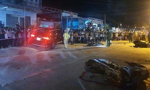 Ôtô 'điên' tông bốn xe máy, 2 người chết