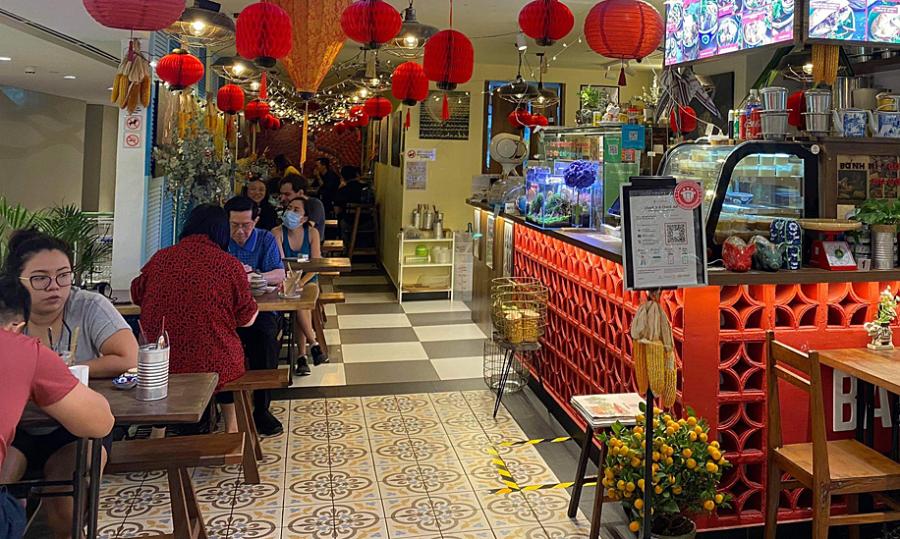Nhà hàng ở Singapore đông khách nhờ món Việt đặc trưng