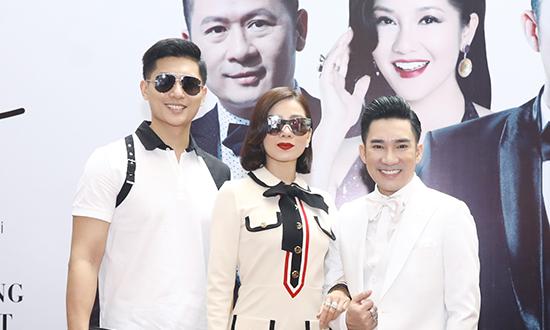 Tình trẻ tháp tùng Lệ Quyên chúc mừng Quang Hà