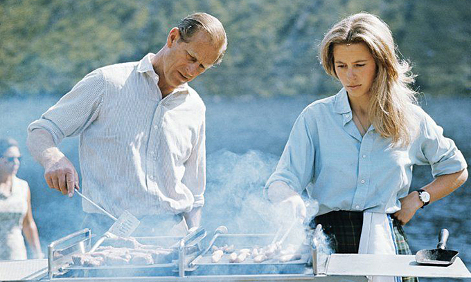 Hoàng thân Philip là 'bậc thầy' BBQ trong gia đình