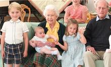 Ba con nhà William treo ảnh để tưởng nhớ Hoàng thân