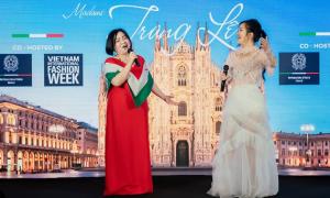 'Bà trùm làng mốt' Trang Lê song ca với Hồng Nhung