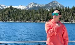 Nhật Tinh Anh đi du thuyền trên hồ đẹp nhất nước Mỹ