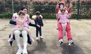 C. Ronaldo và bạn gái vui chơi bên các con