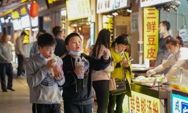 Cuộc sống vui chơi về đêm ở Vũ Hán một năm sau đại dịch