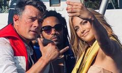 Jennifer Lopez vui vẻ selfie với đồng nghiệp nam sau hủy hôn