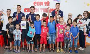 Quang Hải, Văn Hậu thăm các bệnh nhi ung thư