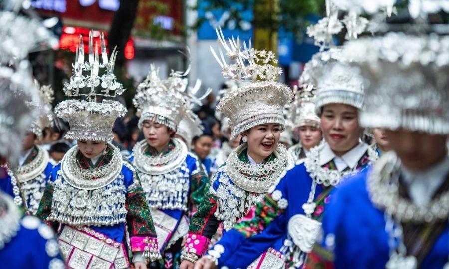 Hàng nghìn người mừng lễ tình nhân lâu đời nhất Trung Quốc