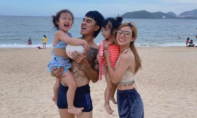 Bảo Ngọc và hai con riêng hạnh phúc bên Đạt G