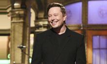 Tỷ phú Elon Musk diện đồ 4.000 USD khi diễn hài