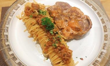 Spaghetti bít tết bình dân ở Sài Gòn