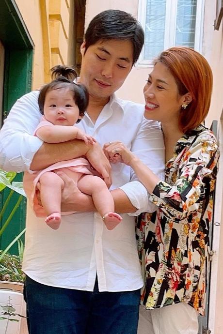 Pha Lê đoàn tụ chồng Mỹ gốc Hàn sau hơn nửa năm