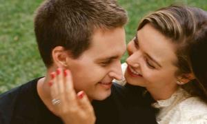 Miranda Kerr kỷ niệm 4 năm cưới tỷ phú công nghệ