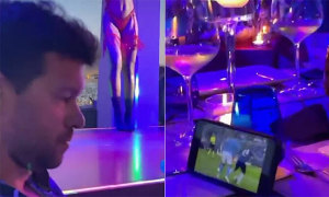 Ballack xem chung kết Champions League trong hộp đêm thoát y