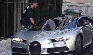 C. Ronaldo lái siêu xe hơn 2 triệu bảng dạo phố