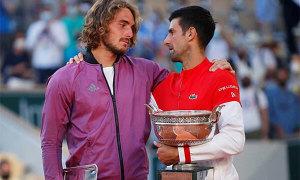 Tsitsipas biết tin bà mất 5 phút trước chung kết với Djokovic