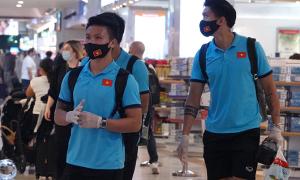 Công Phượng, Quang Hải tranh thủ sắm đồ ở sân bay
