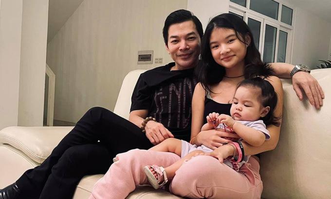 Hai con gái của Trần Bảo Sơn lần đầu gặp nhau