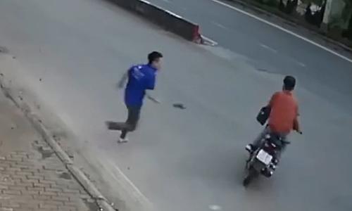 Trộm bị nam thanh niên 'tung cước' vội thoát thân