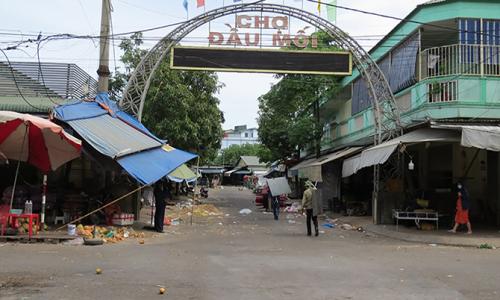 Phong tỏa chợ đầu mối Vinh