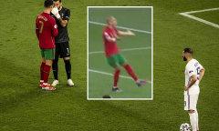 Thủ môn Bồ Đào Nha bỏ qua 'mách nước' của C. Ronaldo và Pepe