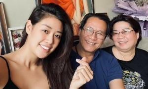 Ảnh sao 9/7: Khánh Vân vui vẻ cách ly cùng bố mẹ