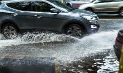 Những lưu ý khi lái xe ngày mưa