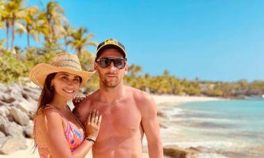 Bí quyết giữ dáng của vợ Messi sau 3 lần sinh nở