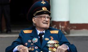 Cụ ông 102 tuổi đánh bại Covid-19 dù phổi tổn thương 80%