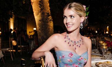 Cháu gái Diana biến chuyến đi Italy thành show thời trang