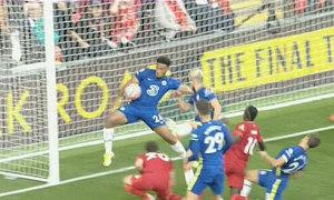 Tấm thẻ đỏ gây tranh cãi của cầu thủ Chelsea
