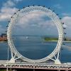 Vòng đu quay không tâm nằm trên cầu