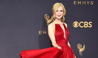 10 bộ đầm ấn tượng trong lịch sử Emmy