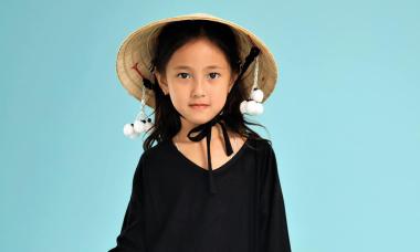 Con gái Hà Kiều Anh diện áo dài cách điệu