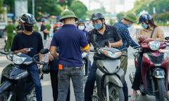 Hà Nội dừng kiểm soát giấy đi đường từ 21/9