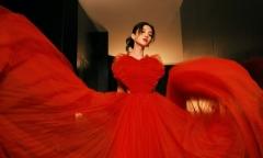 Angelababy diện đầm đỏ rực