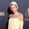 Diễn viên thủ vai Diana bị chê mặc xấu ở Emmy