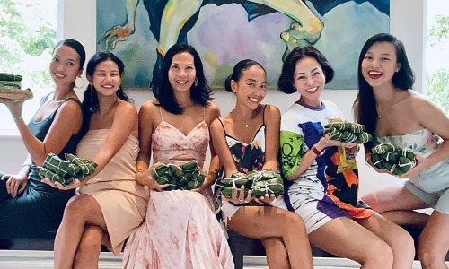 Tình cảm hội chị em nghệ sĩ ở Singapore